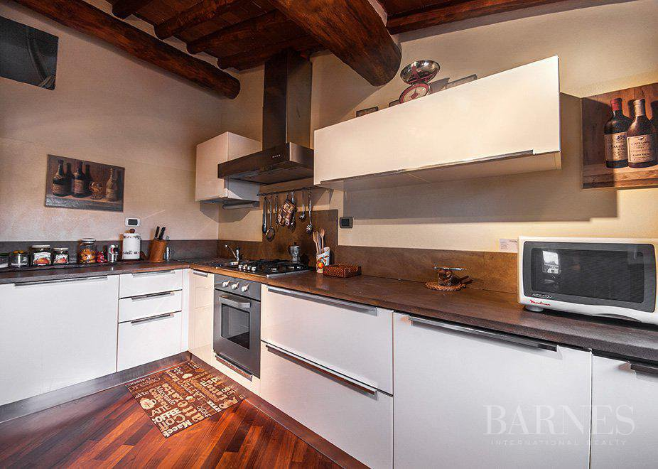 BRIGHT AND SPACIOUS FINELY FURNISHED APARTMENT INSIDE LUCCA WALLS picture 4