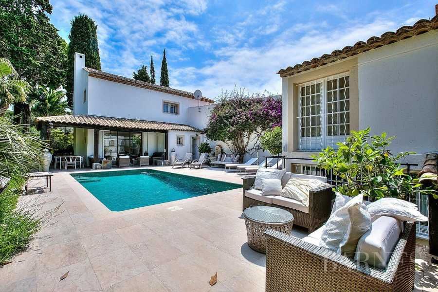 CANNES - RENOVATED VILLA - 5 BEDROOMS - GUEST HOUSE - SWIMMING-POOL picture 11