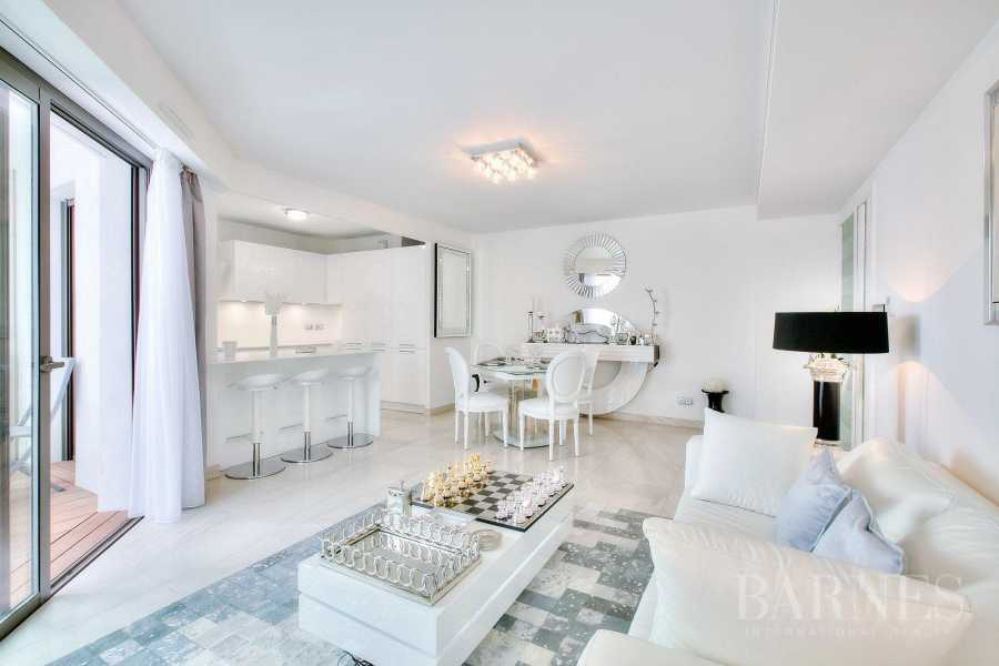 CANNES - CROISETTE - 2 BEDROOMS APARTME NT picture 10
