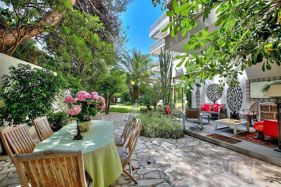 CANNES - CENTER-CITY - APARTMENT WITH GARDEN AND SWIMMING-POOL - 2 CHAMBRES picture 9