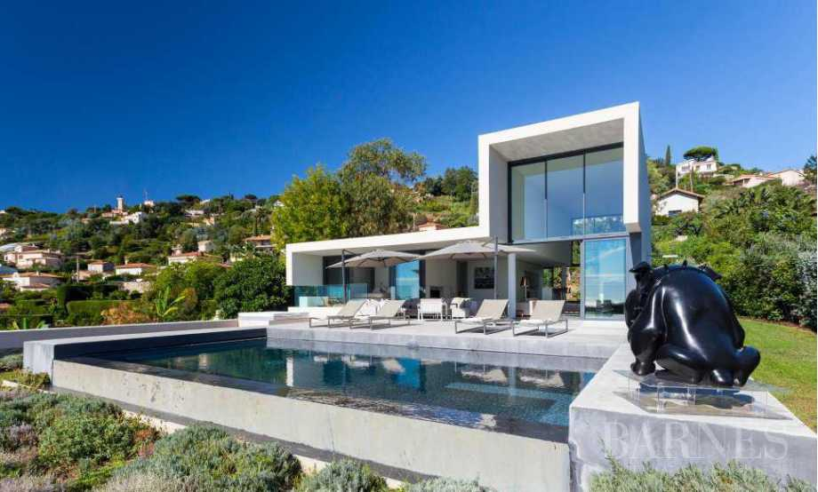 NEAR CANNES - CONTEMPORARY VILLA - 4 BEDROOMS - PANORAMIC SEA VIEW picture 16