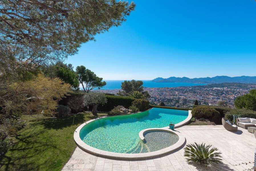 CANNES - CALM AREA - PROVENCAL BASTIDE - 5 BEDROOMS picture 13