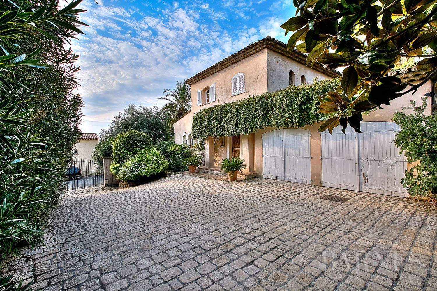 ANTIBES  ST MAYMES - PROVENCAL PROPERTY - SEA VIEW picture 12