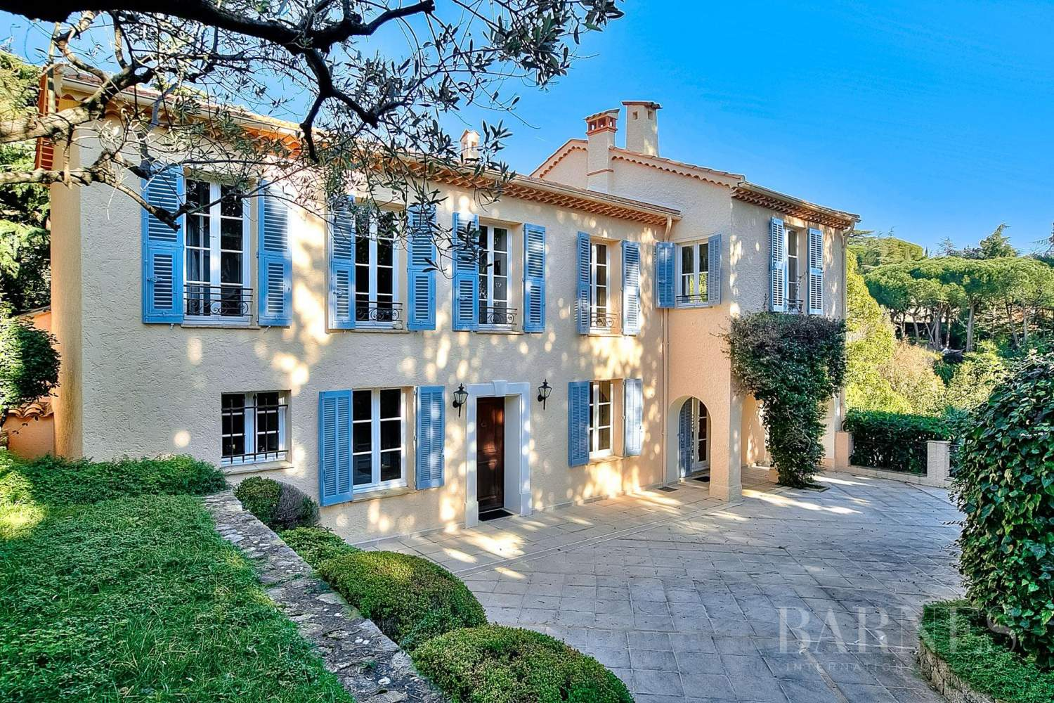 CANNES CROIX DES GARDES - PROPERTY COMPOSED OF 2 VILLAS - 5 BEDROOMS - SEA VIEW picture 6