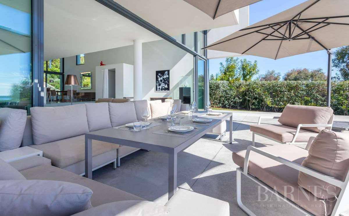 NEAR CANNES - CONTEMPORARY VILLA - 4 BEDROOMS - PANORAMIC SEA VIEW picture 7