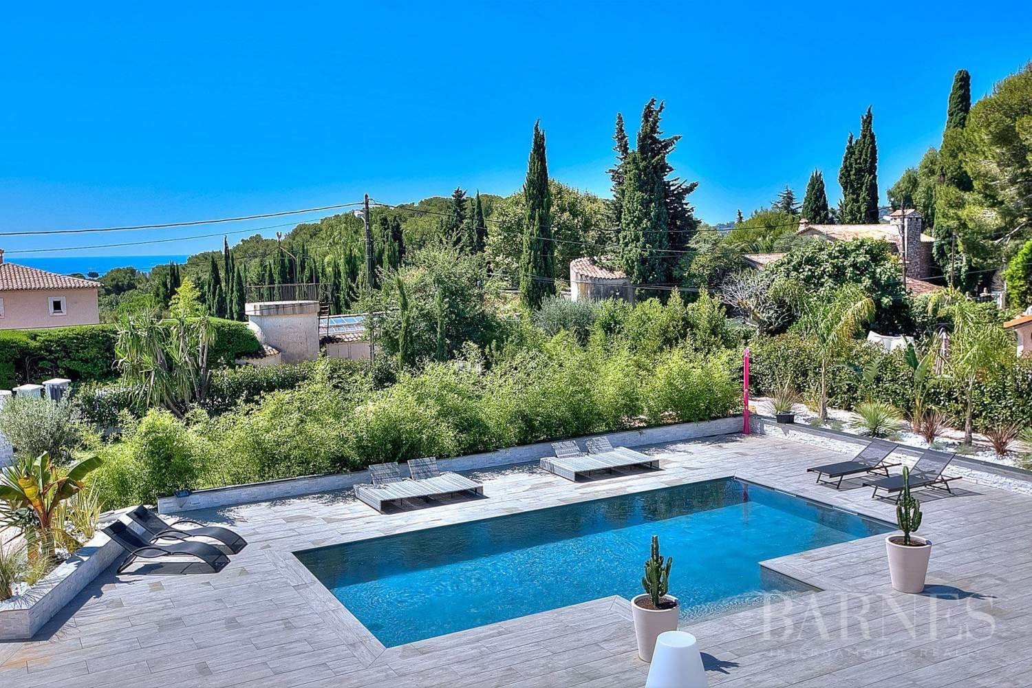 ANTIBES - ROOF TERRACE WITH SEA VIEW - SWIMMING POOL - 4 BEDROOMS picture 1
