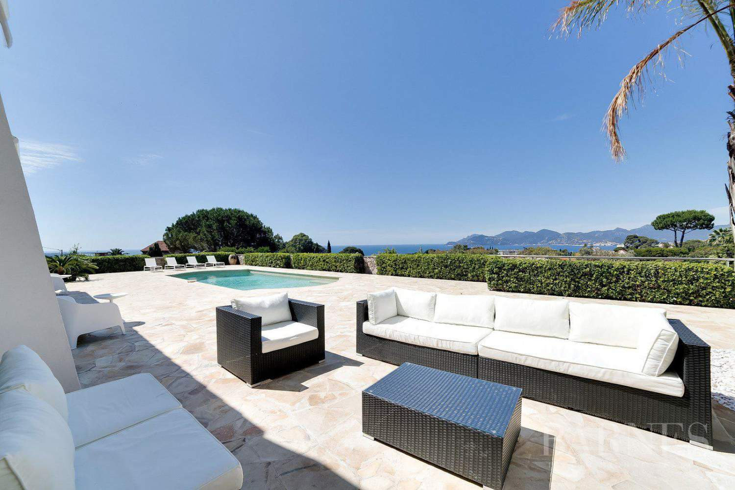 CANNES - VILLA CONTEMPORAINE - 6 CHAMBRES EN SUITE - VUE MER PANORAMIQUE picture 1
