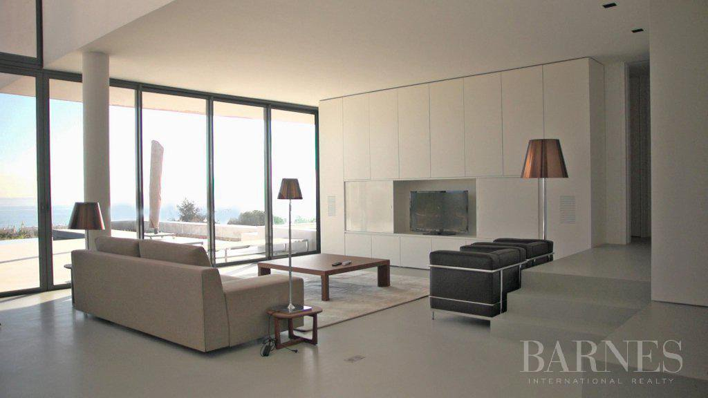 NEAR CANNES - CONTEMPORARY VILLA - 4 BEDROOMS - PANORAMIC SEA VIEW picture 6
