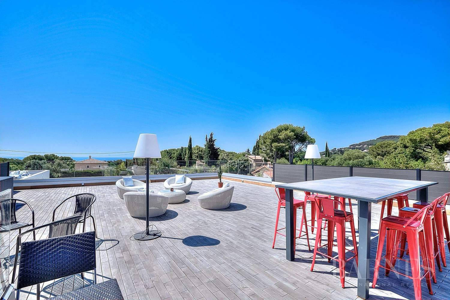 ANTIBES - ROOF TERRACE WITH SEA VIEW - SWIMMING POOL - 4 BEDROOMS picture 4