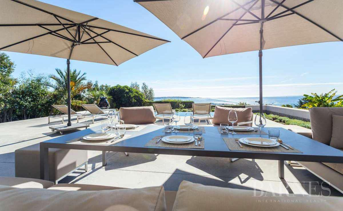 NEAR CANNES - CONTEMPORARY VILLA - 4 BEDROOMS - PANORAMIC SEA VIEW picture 2