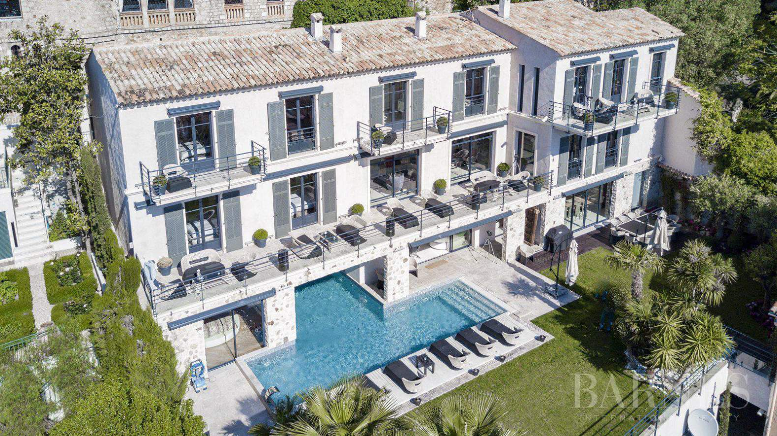 CANNES - SUQUET - VILLA - 7 EN SUITE BEDROOMS -  PANORAMIC SEA VIEW picture 4