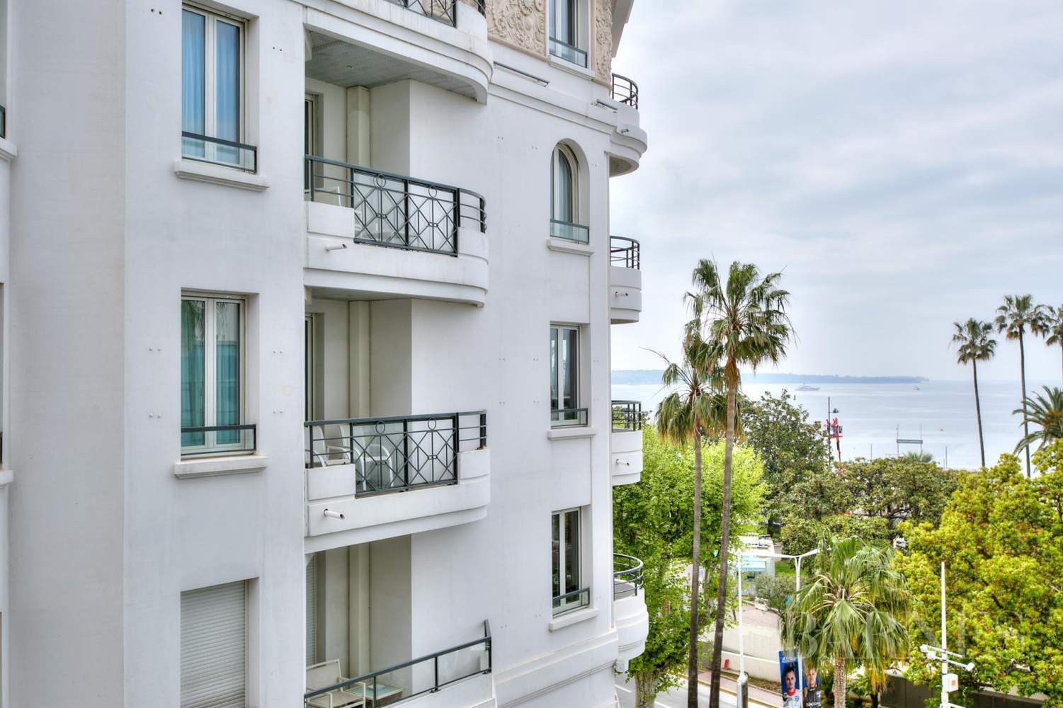 CANNES - CROISETTE - 2 BEDROOMS APARTME NT picture 5