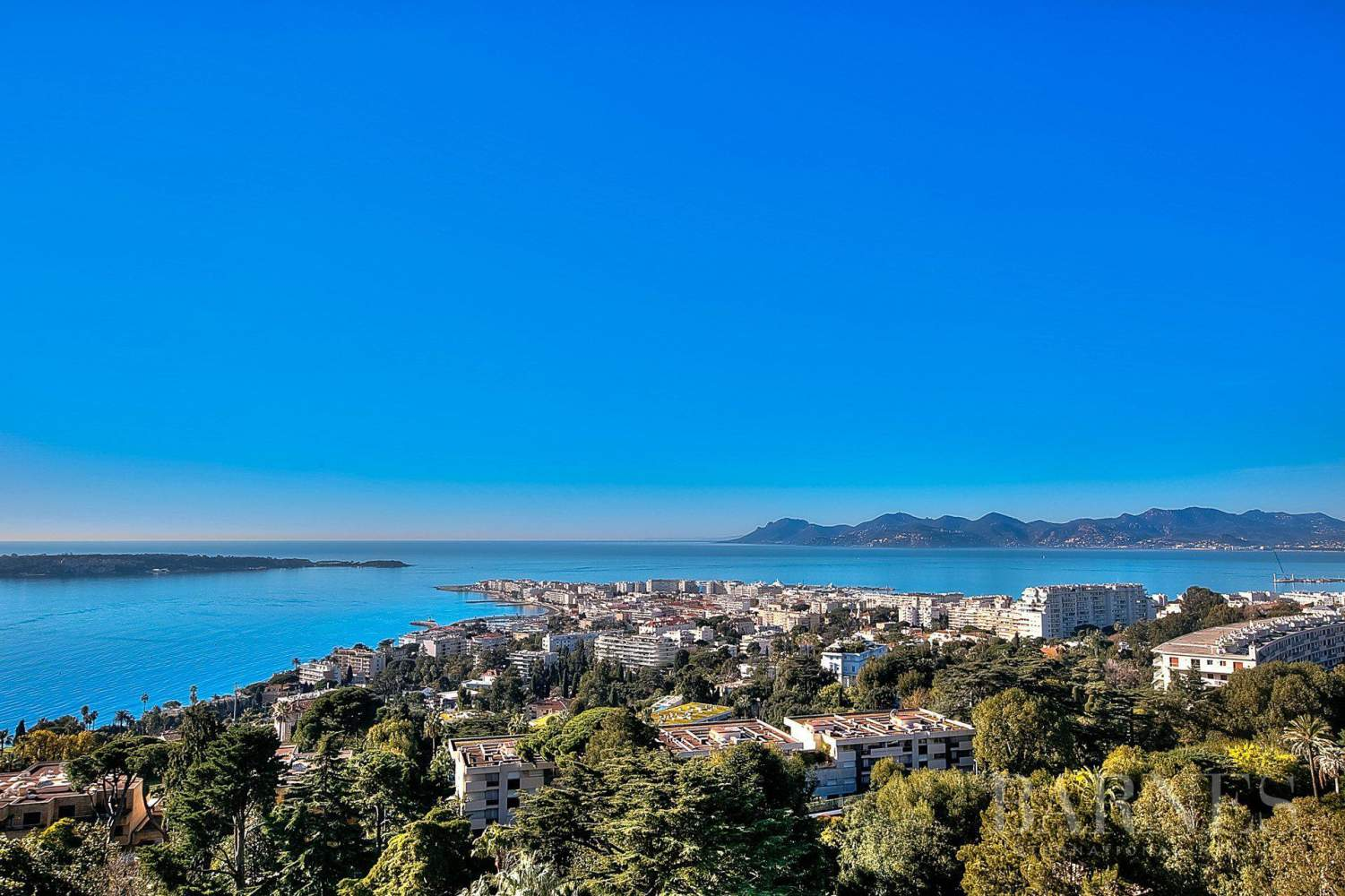 CANNES - CALIFORNIE - DUPLEX APARTMENT - TOP FLOOR APARTMENT - 3 BEDROOMS - PANORAMIC SEA VIEW picture 13