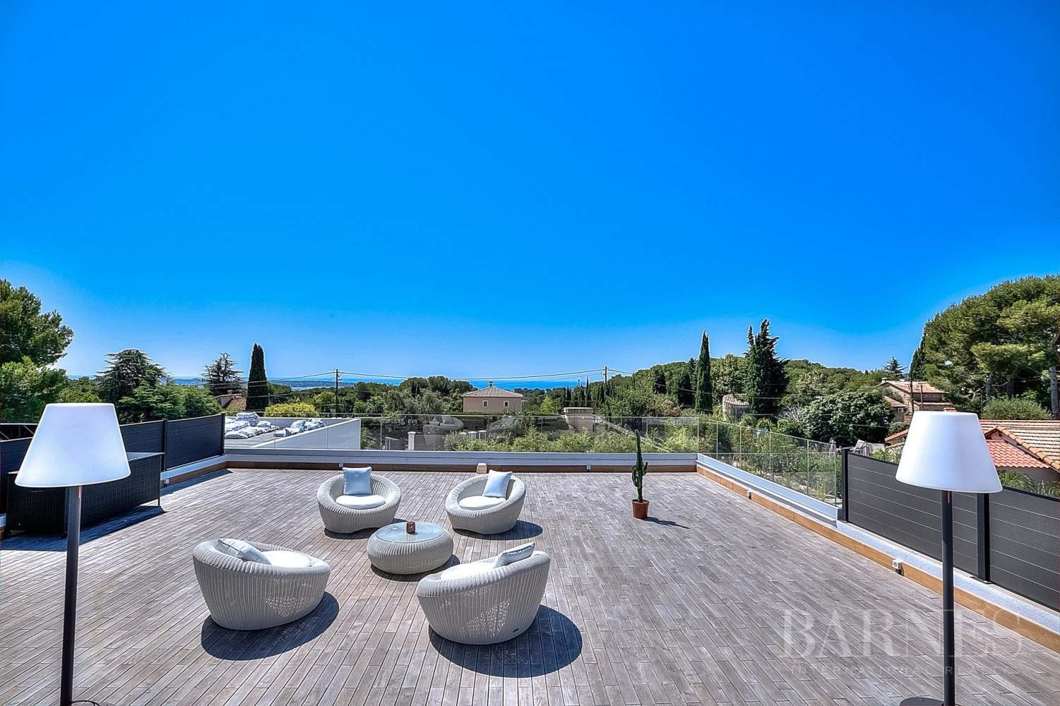ANTIBES - ROOF TERRACE WITH SEA VIEW - SWIMMING POOL - 4 BEDROOMS picture 17