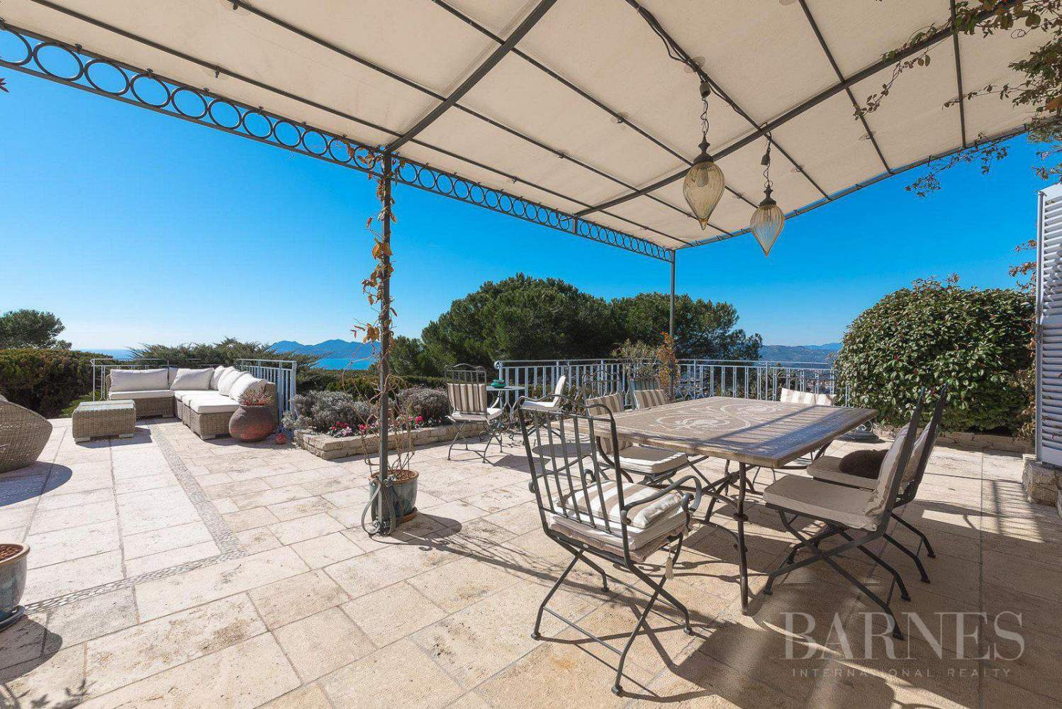 CANNES - CALM AREA - PROVENCAL BASTIDE - 5 BEDROOMS picture 11