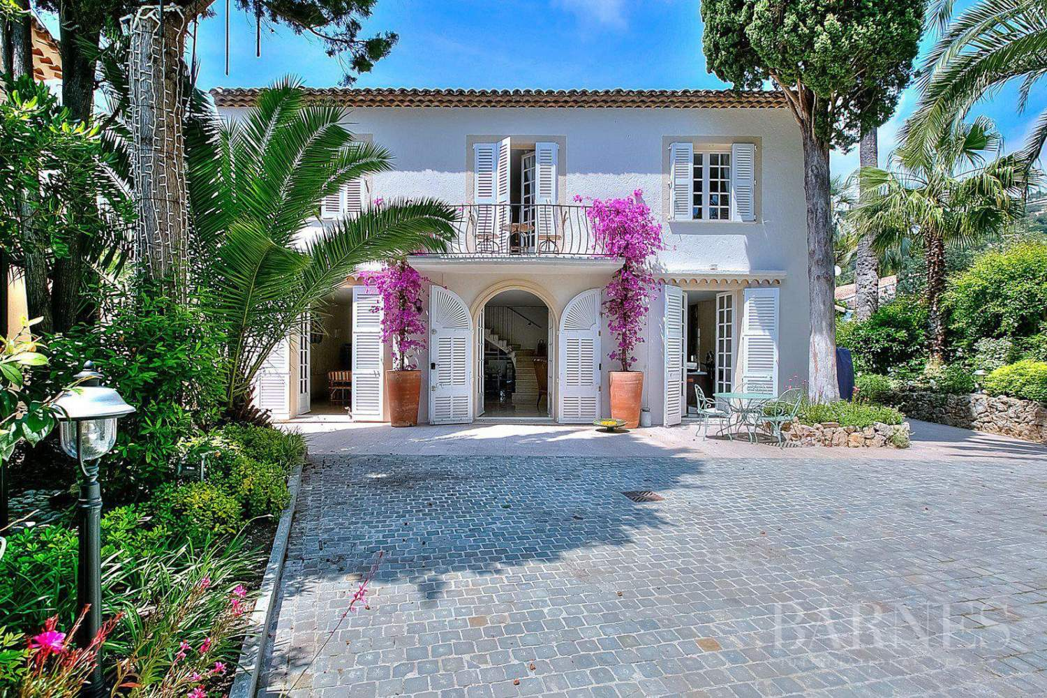 CANNES - RENOVATED VILLA - 5 BEDROOMS - GUEST HOUSE - SWIMMING-POOL picture 10