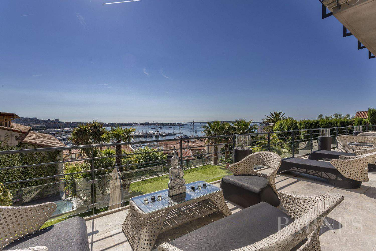 CANNES - SUQUET - VILLA - 7 EN SUITE BEDROOMS -  PANORAMIC SEA VIEW picture 3