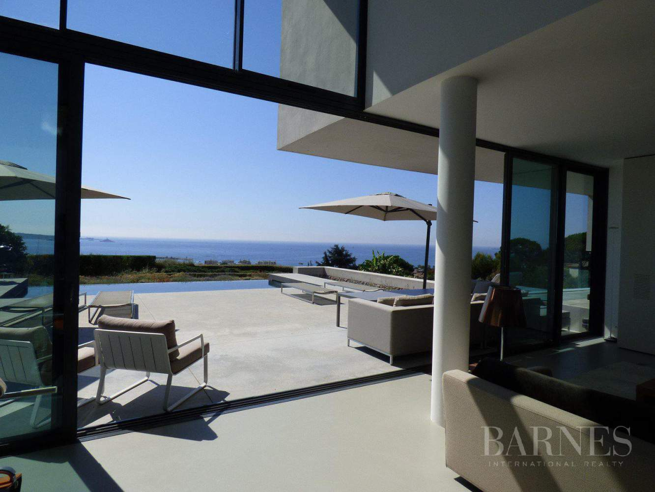 NEAR CANNES - CONTEMPORARY VILLA - 4 BEDROOMS - PANORAMIC SEA VIEW picture 1