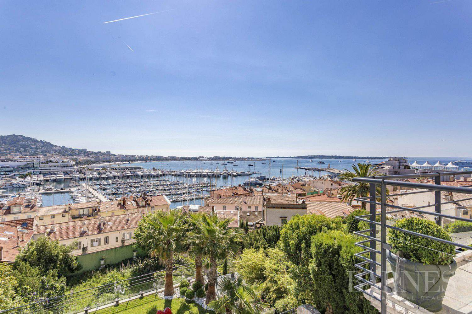 CANNES - SUQUET - VILLA - 7 EN SUITE BEDROOMS -  PANORAMIC SEA VIEW picture 1