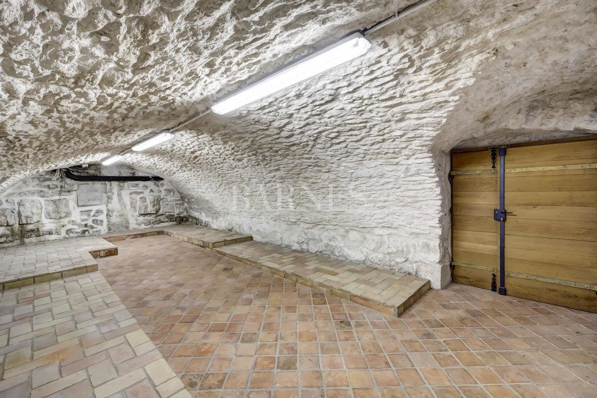 Spacious and fully renovated character house picture 11