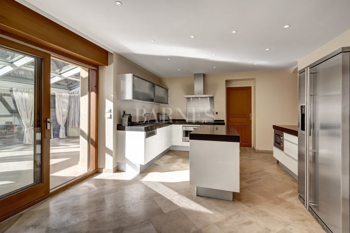 Spacious and fully renovated character house picture 3