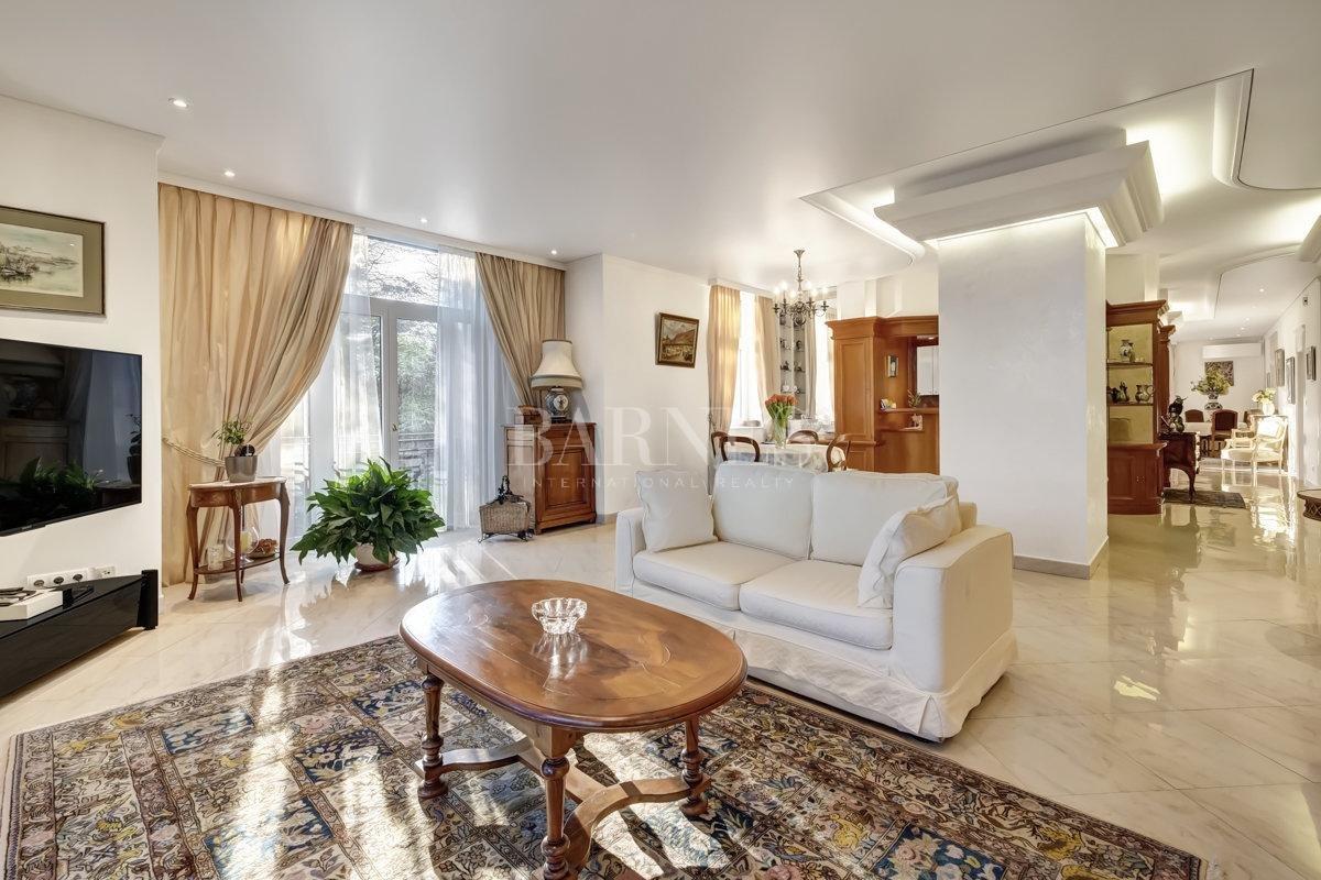 Splendid luxury apartment picture 1