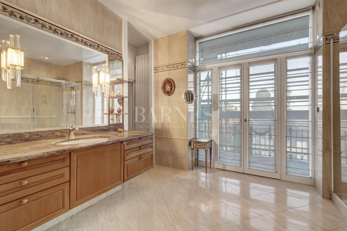 Splendid luxury apartment picture 3