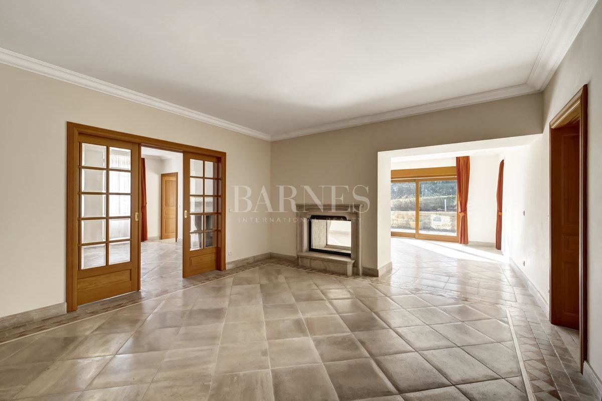 Spacious and fully renovated character house picture 2