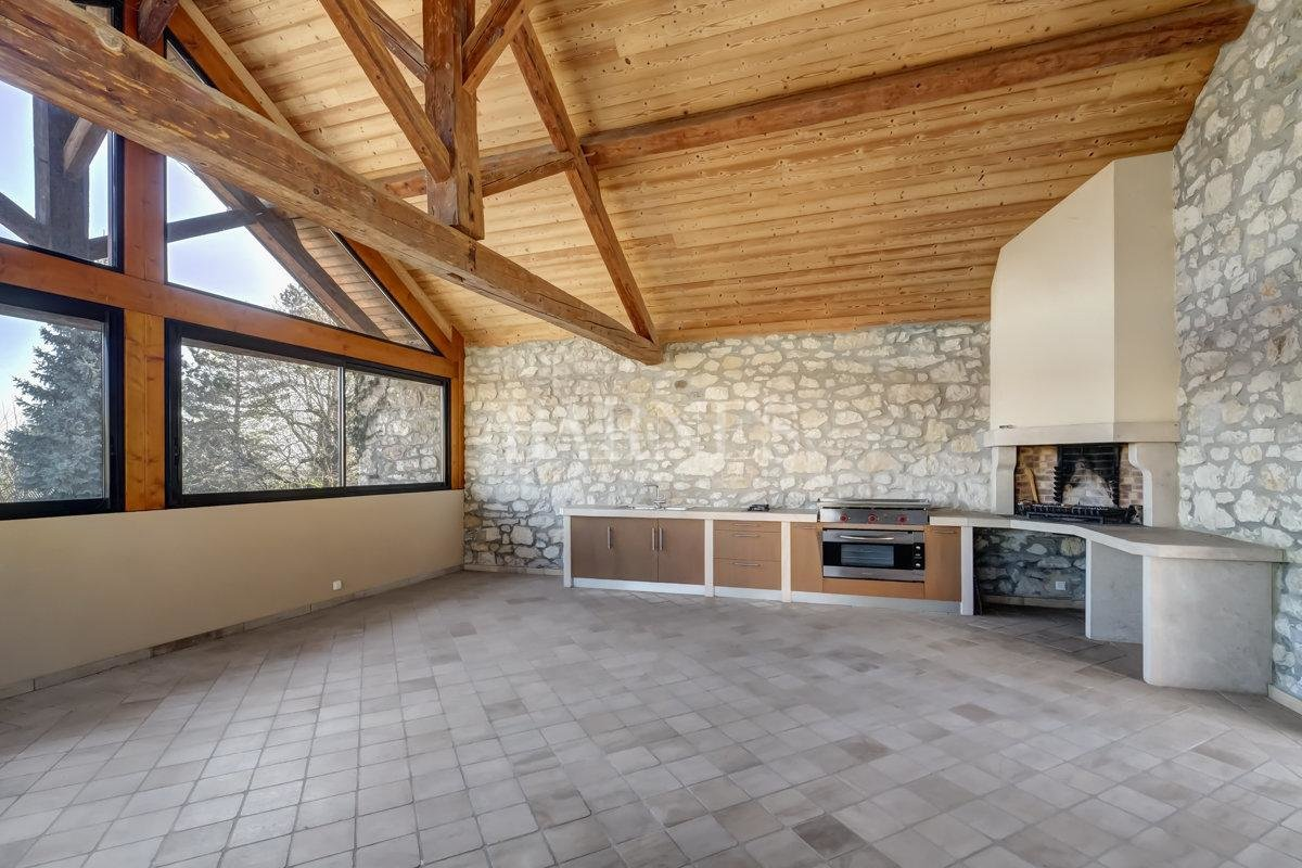 Spacious and fully renovated character house picture 12