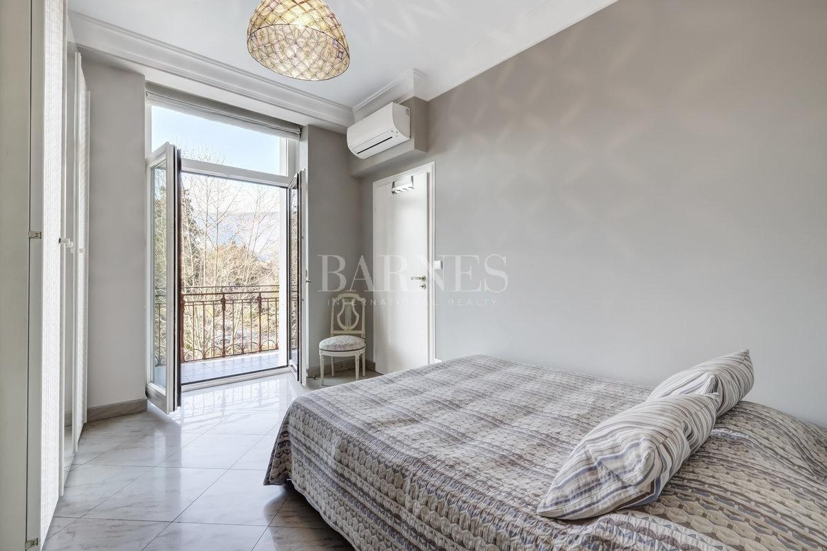 Splendid luxury apartment picture 4