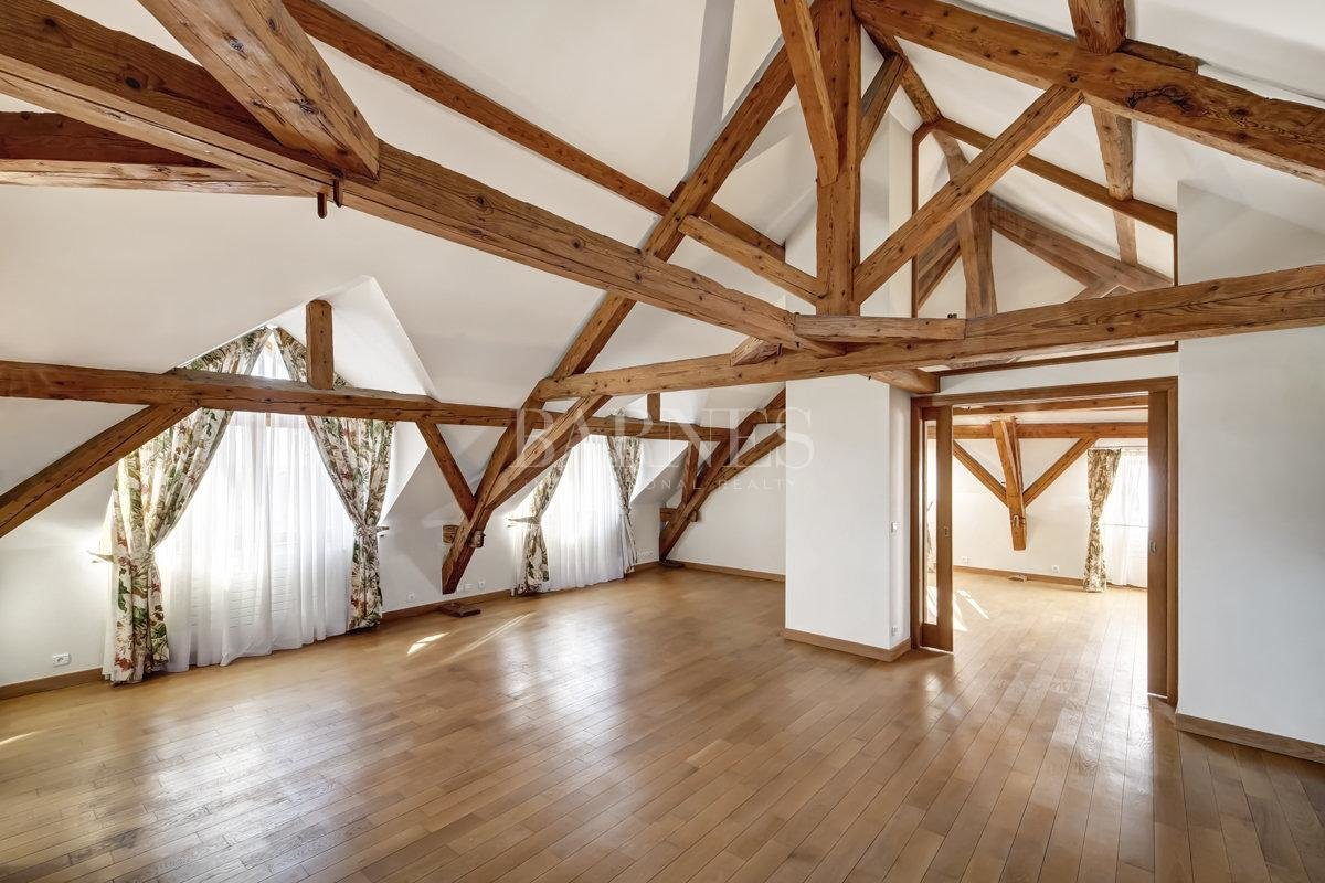 Spacious and fully renovated character house picture 7