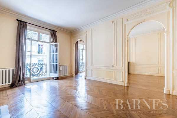 Apartment Paris 75008  -  ref 5840917 (picture 1)