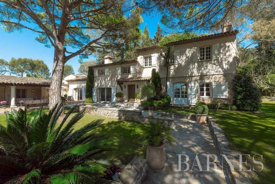 MOUGINS - CLOSE TO THE GOLF COUNTRY CLUB -  TENNIS COURT - 5 BEDROOMS picture 18
