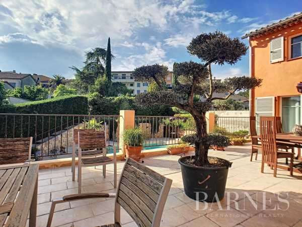 Bed and breakfast Valbonne  -  ref 3239544 (picture 1)