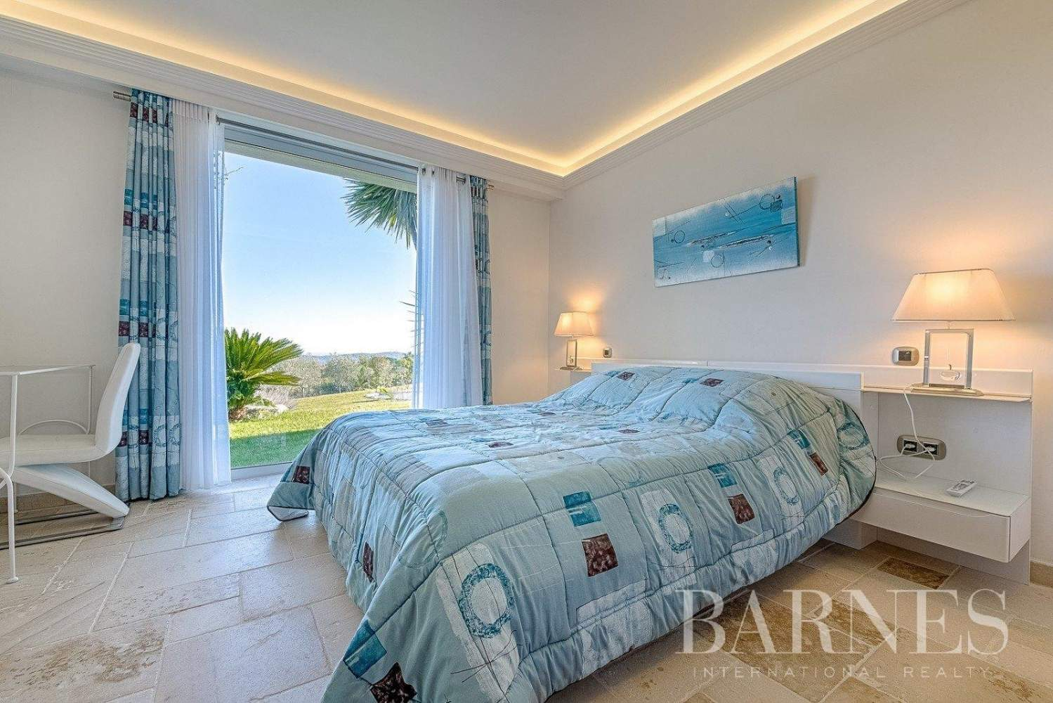 Mougins - Exceptional villa - Sleeps 12 - Panoramic sea and mountain view picture 15