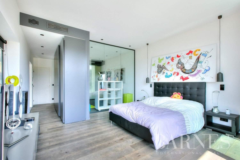 NEAR CANNES - ARCHITECT VILLA - 3 EN SUITE BEDROOMS - SWIMMING-POOL picture 6