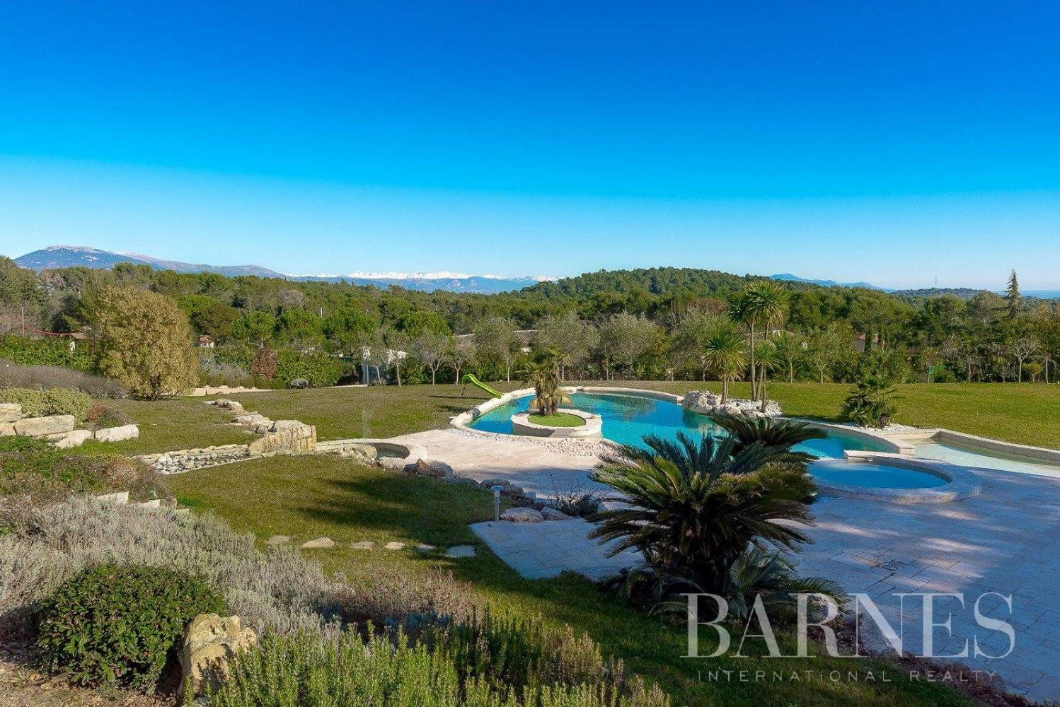 Mougins - Exceptional villa - Sleeps 12 - Panoramic sea and mountain view picture 11