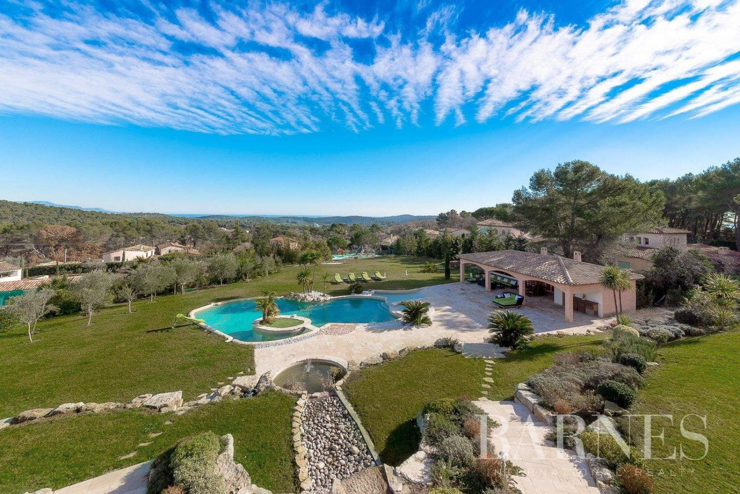 Mougins - Exceptional villa - Sleeps 12 - Panoramic sea and mountain view picture 10