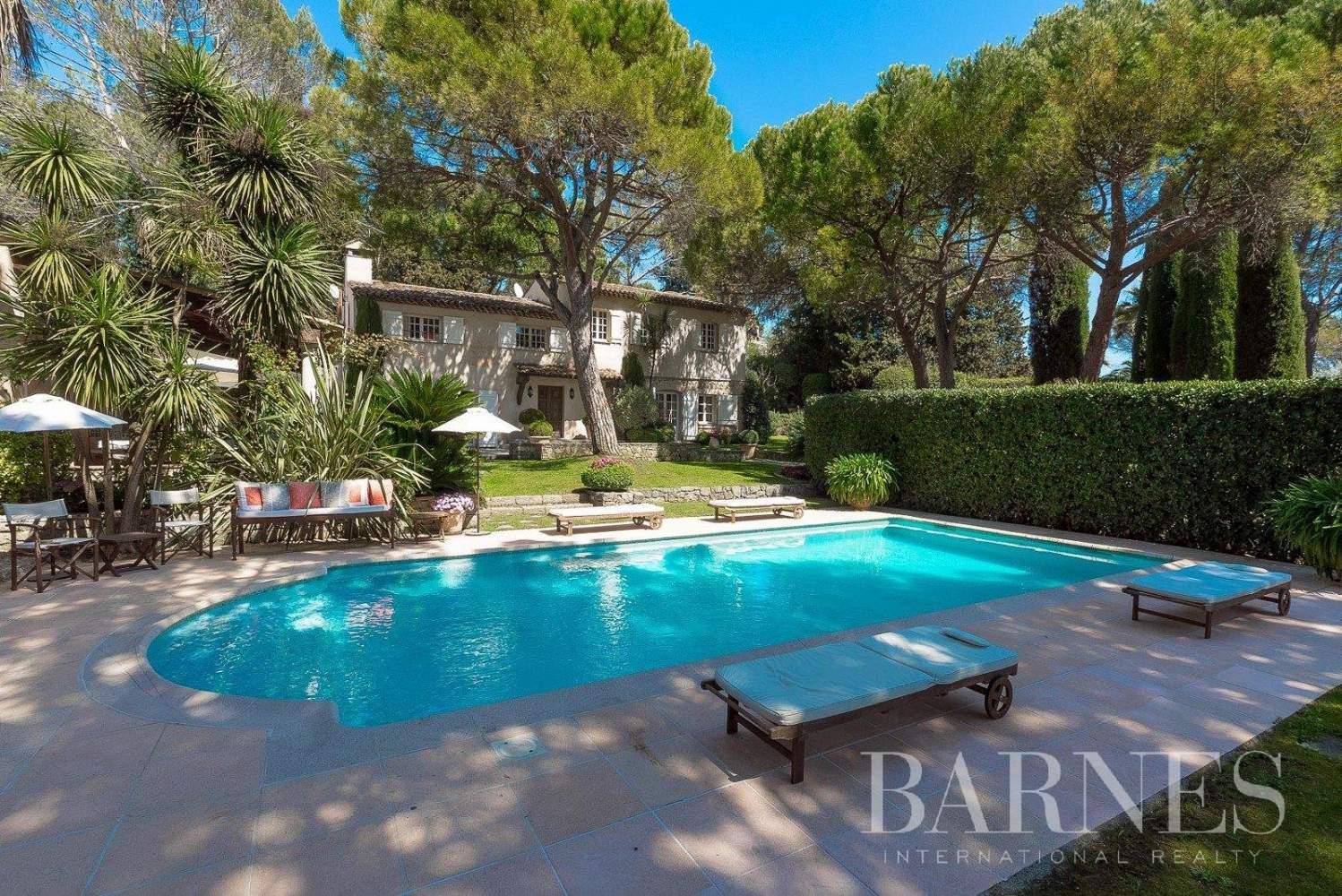 MOUGINS - CLOSE TO THE GOLF COUNTRY CLUB -  TENNIS COURT - 5 BEDROOMS picture 1