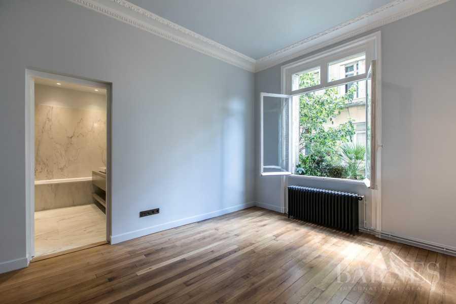Paris  - Appartement 7 Pièces 5 Chambres