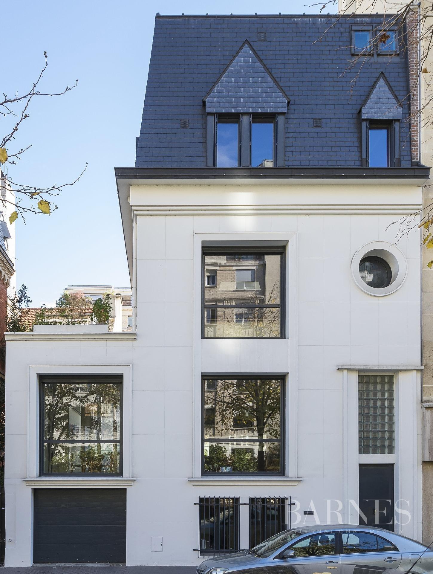 Paris  - House 5 Bedrooms - picture 1