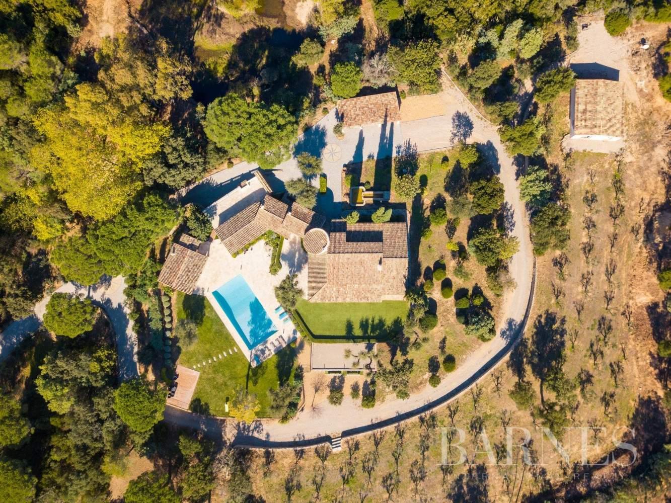 Le Plan-de-la-Tour  - Propriété 10 Pièces 5 Chambres - picture 2