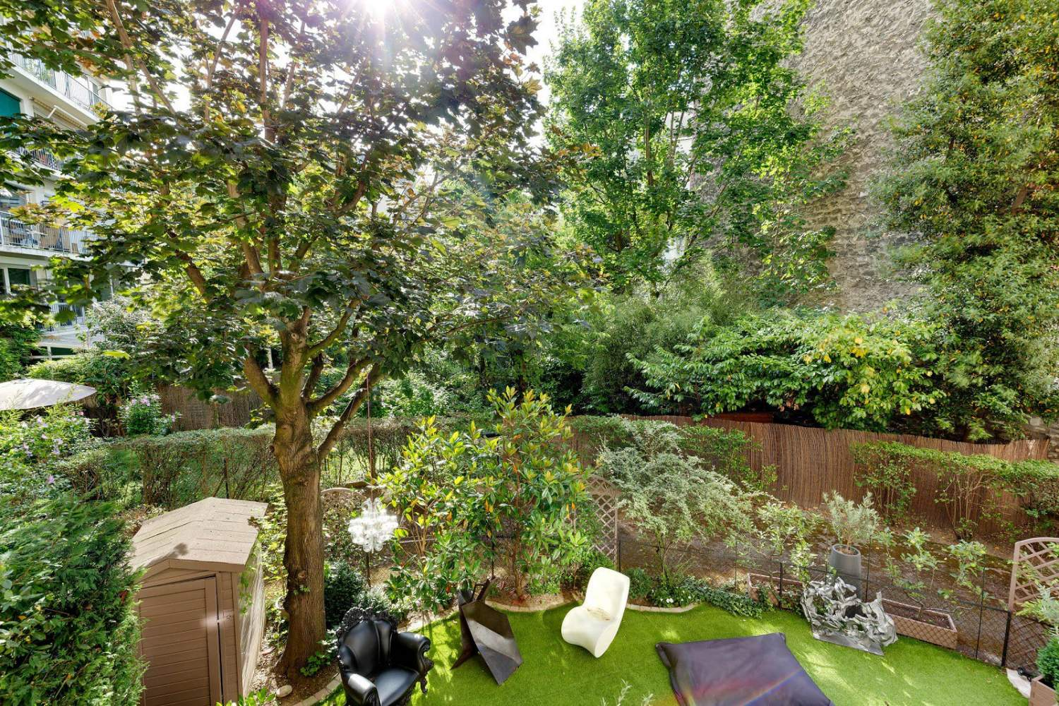 BOULOGNE NORTH ESCUDIER - 764 sq ft APARTMENT / 2 BEDROOMS OVERLOOKING GARDEN - PARKING picture 4