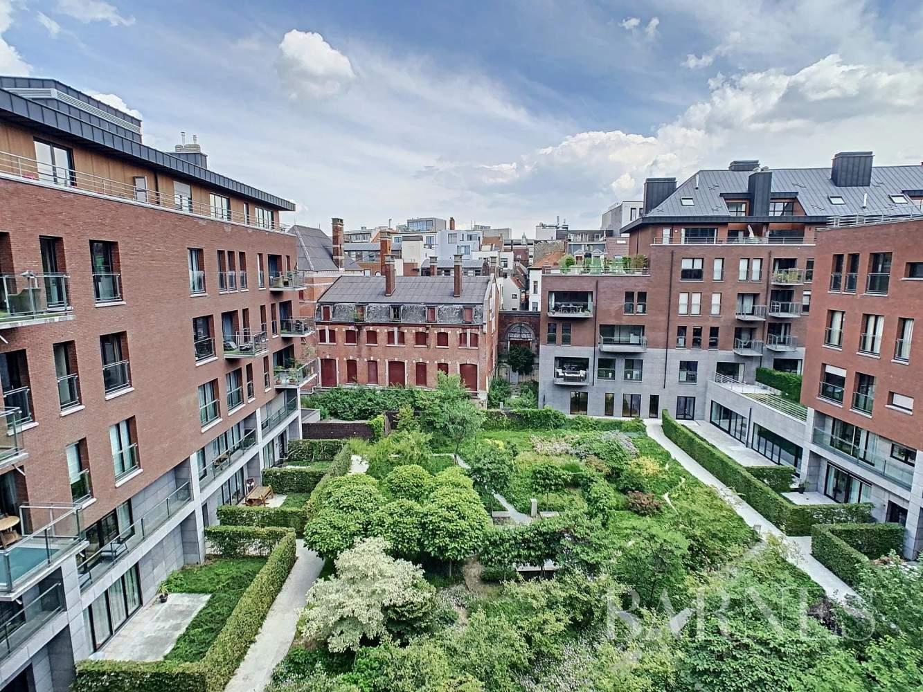 Bruxelles  - Appartement 8 Pièces 3 Chambres - picture 1