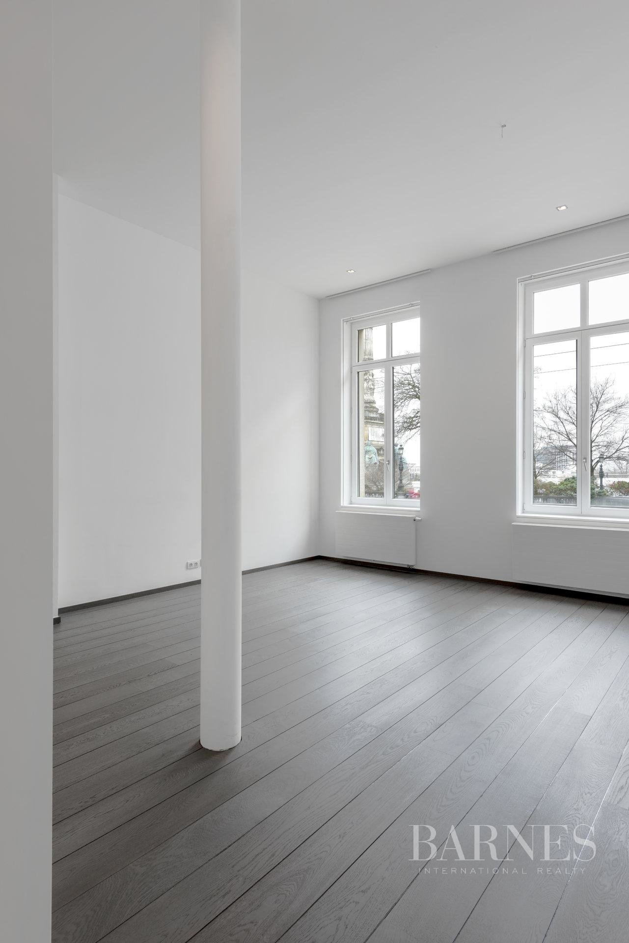 Bruxelles  - Appartement 12 Pièces 4 Chambres - picture 4
