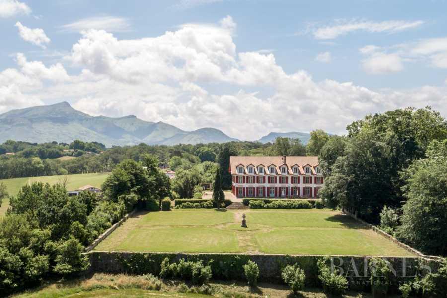 SAINT-ANNE - SUR LES HAUTS DE CIBOURE, DOMAINE EXCEPTIONNEL, VUE MER ET MONTAGNES, PISCINE CHAUFFEE, 9 CHAMBRES picture 19