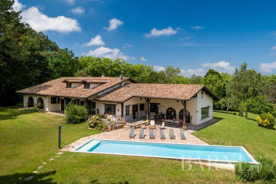 URRUGNE, LARGE HOUSE WITH A POOL AND MOUNTAINS VIEW, UP TO 17 PEOPLE picture 19