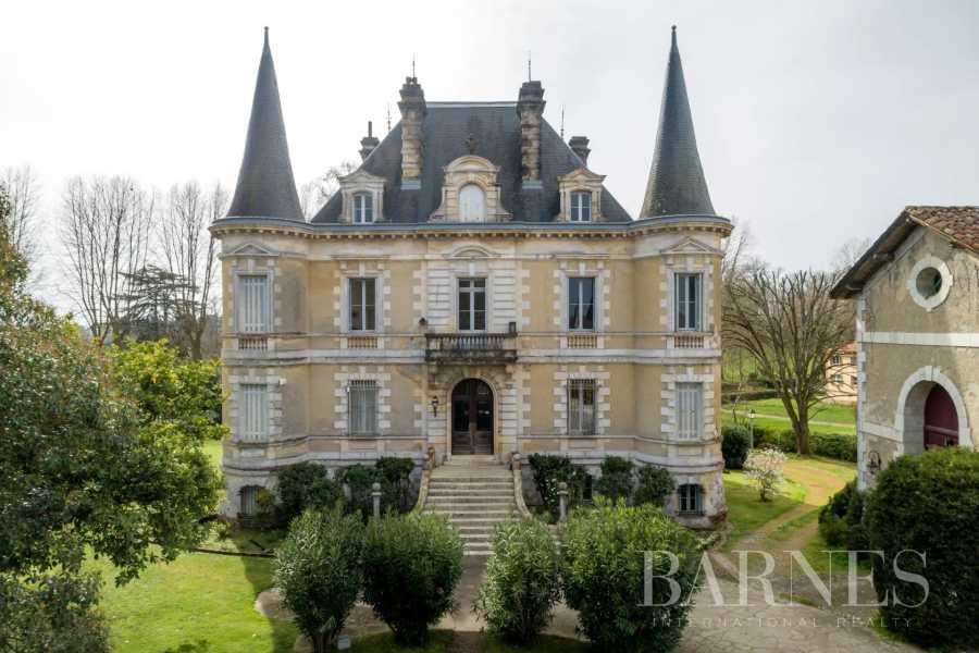 Peyrehorade  - Château 25 Pièces 14 Chambres