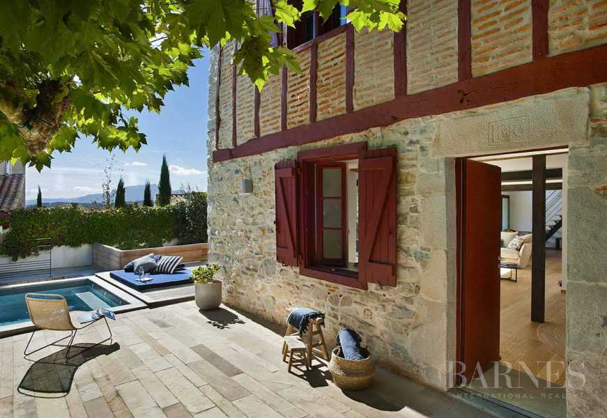 IN THE HEART OF THE VILLAGE OF BIDART, HOUSE OF THE 19TH ENTIRELY RENOVATED WITH HEATED SWIMMING POOL, FOR 12 PEOPLE picture 15