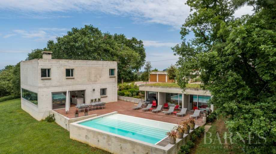 GUETHARY, NEAR SAINT JEAN DE LUZ, CONTEMPORARY HOUSE WITH 6 BEDROOMS, HEATED POOL picture 13